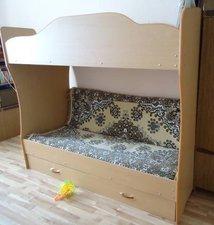 продается подростковая двух ярусная кровать .снизу 2 выдвижных ящика