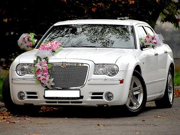 Аренда автомобиля на свадьбу Крайслер 300С, прокат авто на свадьбу
