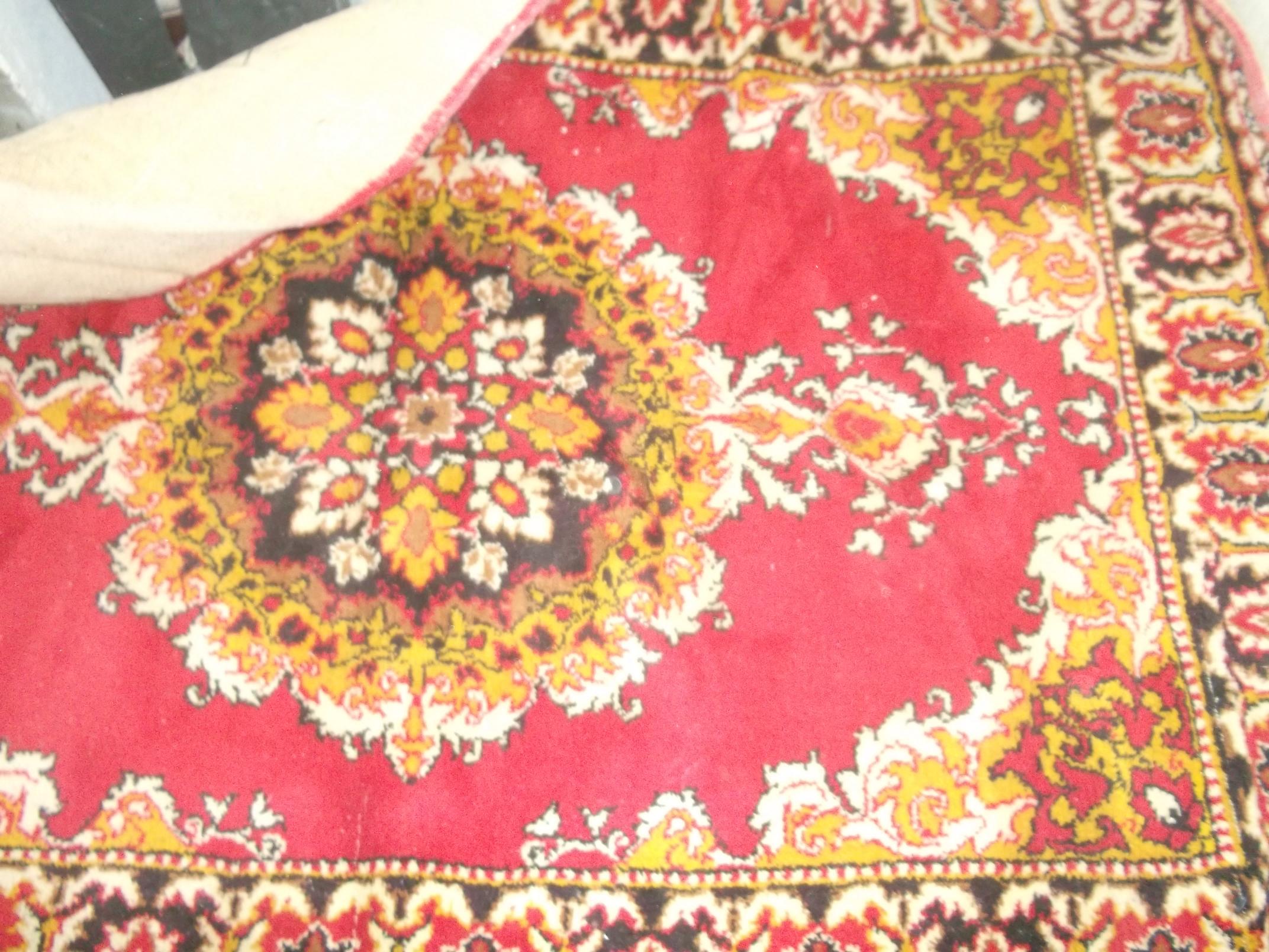 продам коврик настенный красный