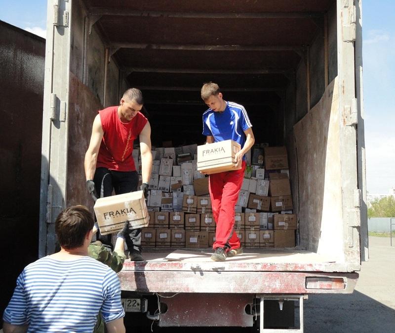 Имеются специализированные мебельные фургоны, где холодильники, шкафы и прочие высокие вещи, ставятся вертикально. Вся мебель в