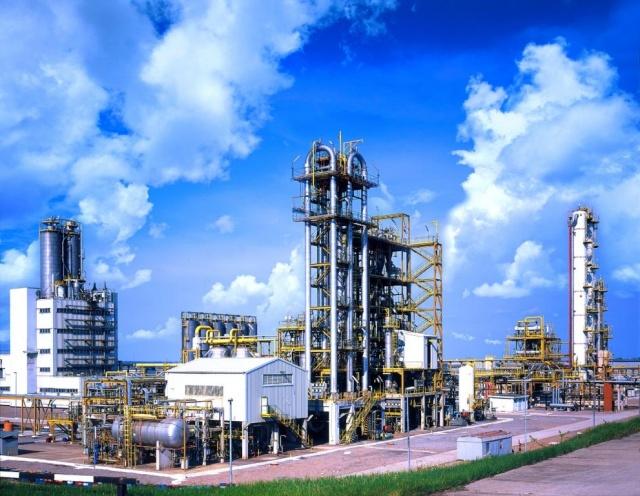 На нефтеперерабатывающий завод требуются монтажники!