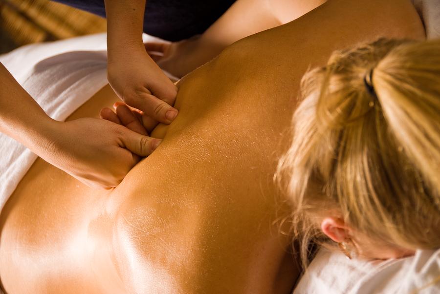 Профессиональный массаж при болях в позвоночнике.