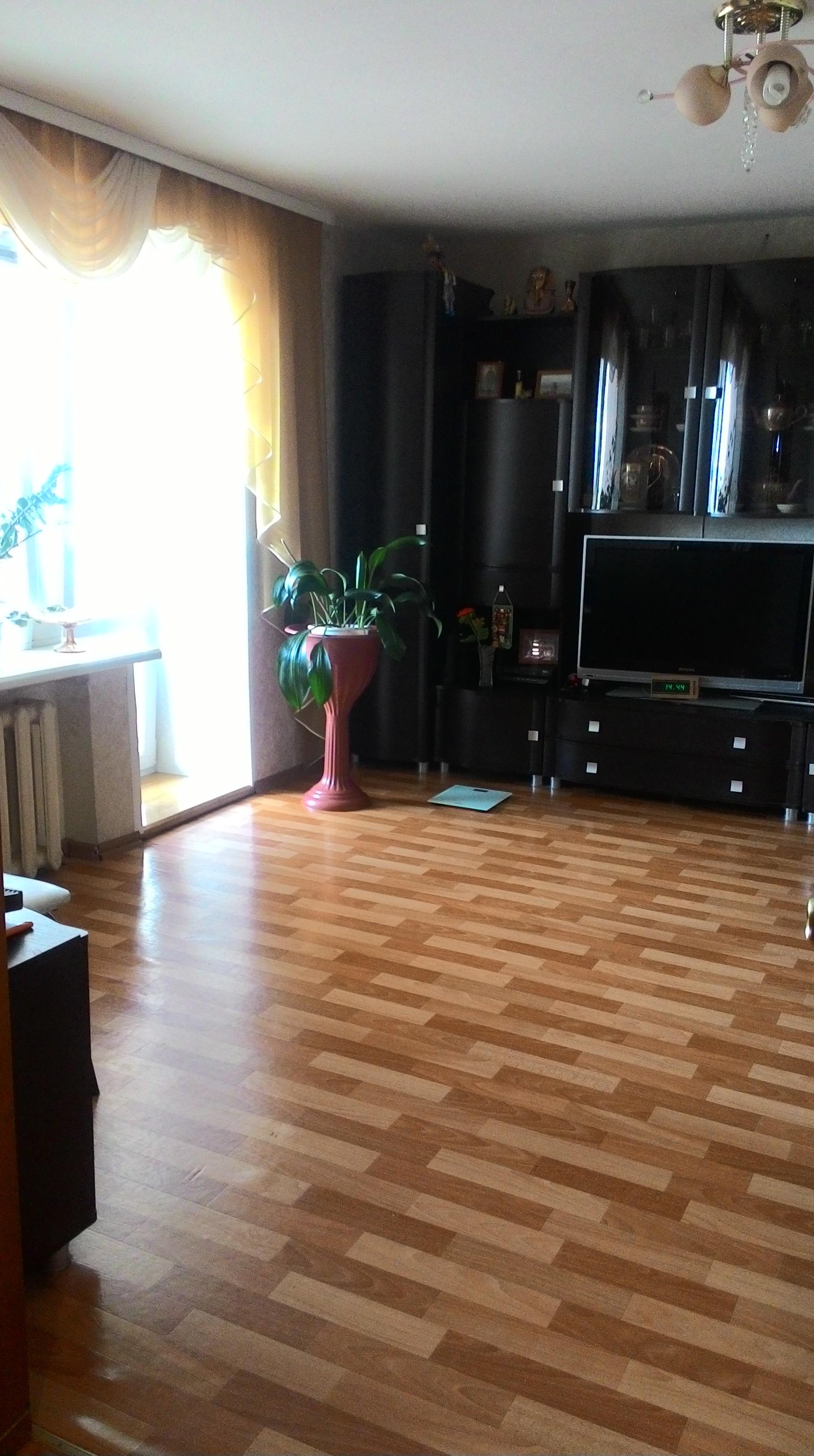 Срочно с мебелью и бытовой техникой 4-х комн. квартира