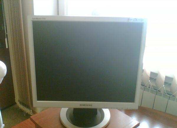 Мониторы в ассортименте Samsung квадраты