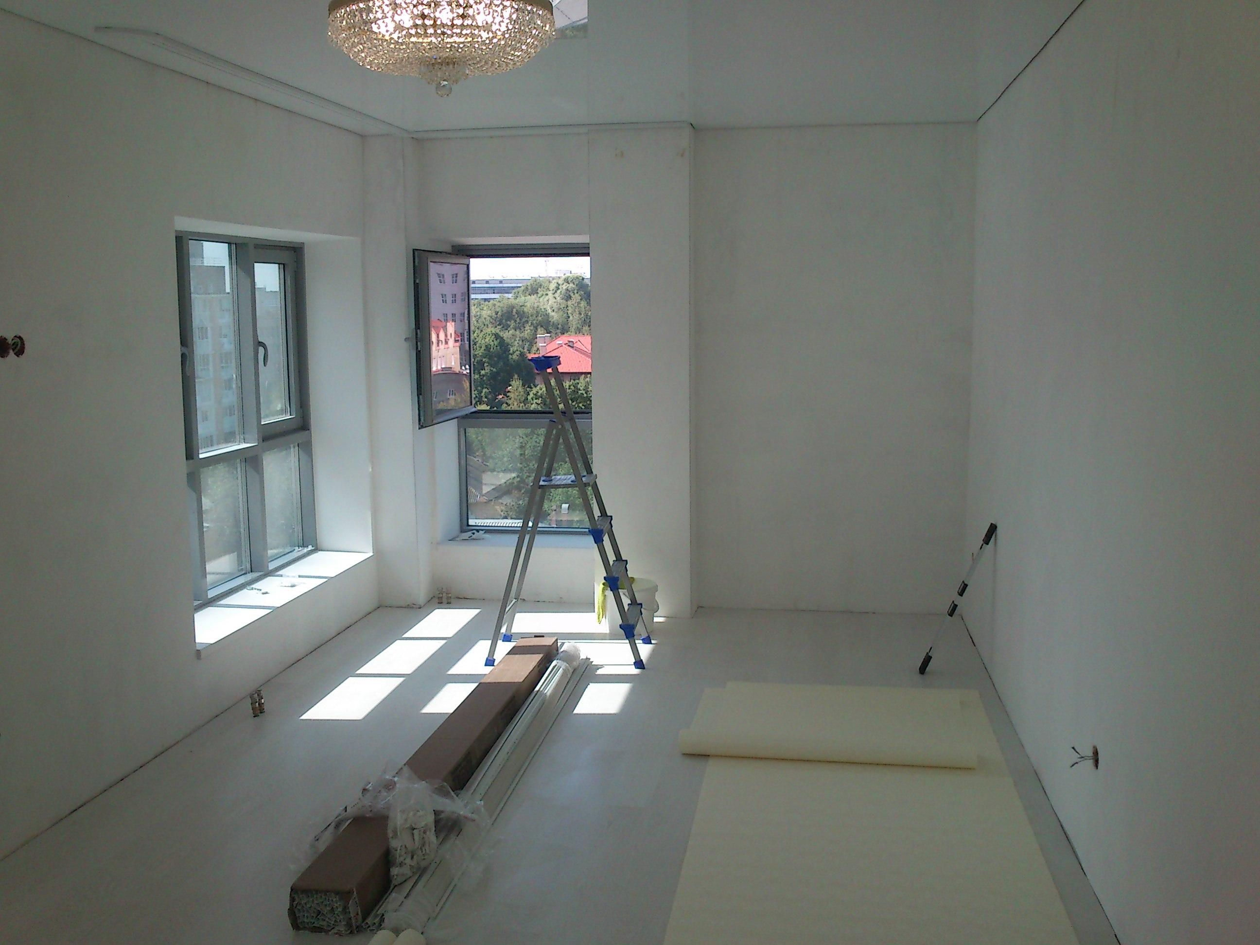 Шпаклевка стен  и потолков,покраска,поклейка обоев.