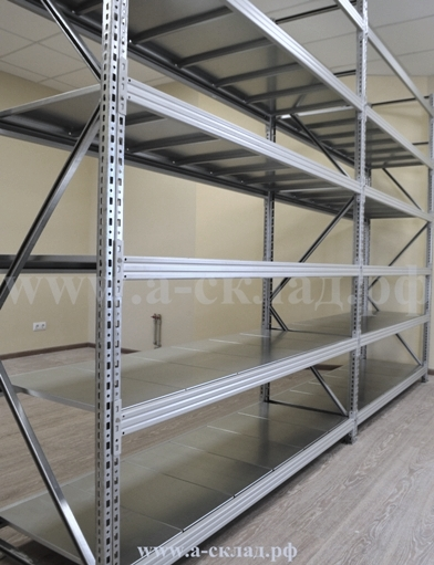 Среднегрузовые металлические стеллажи для склада