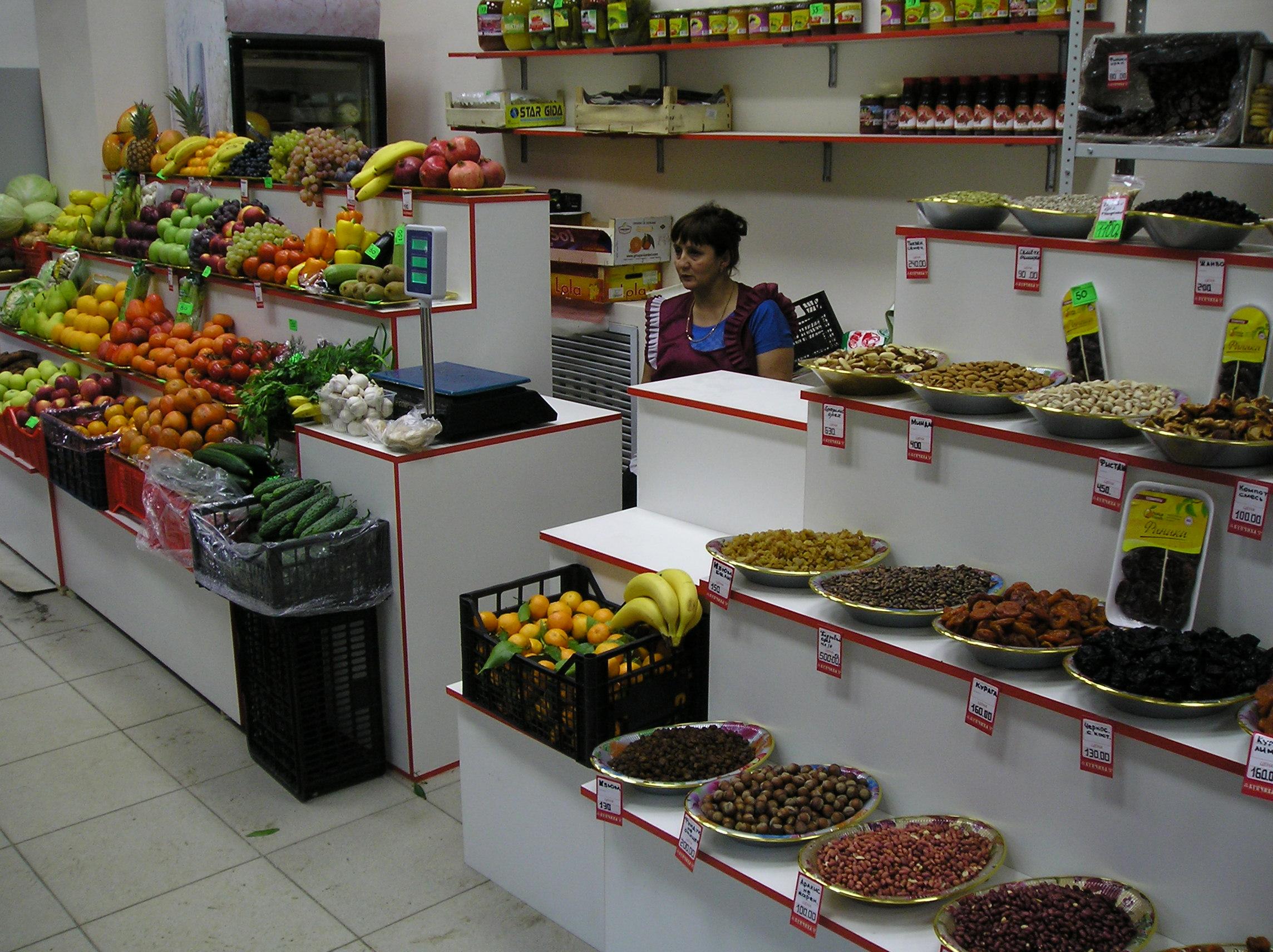 Витрина для фруктов и овощей.