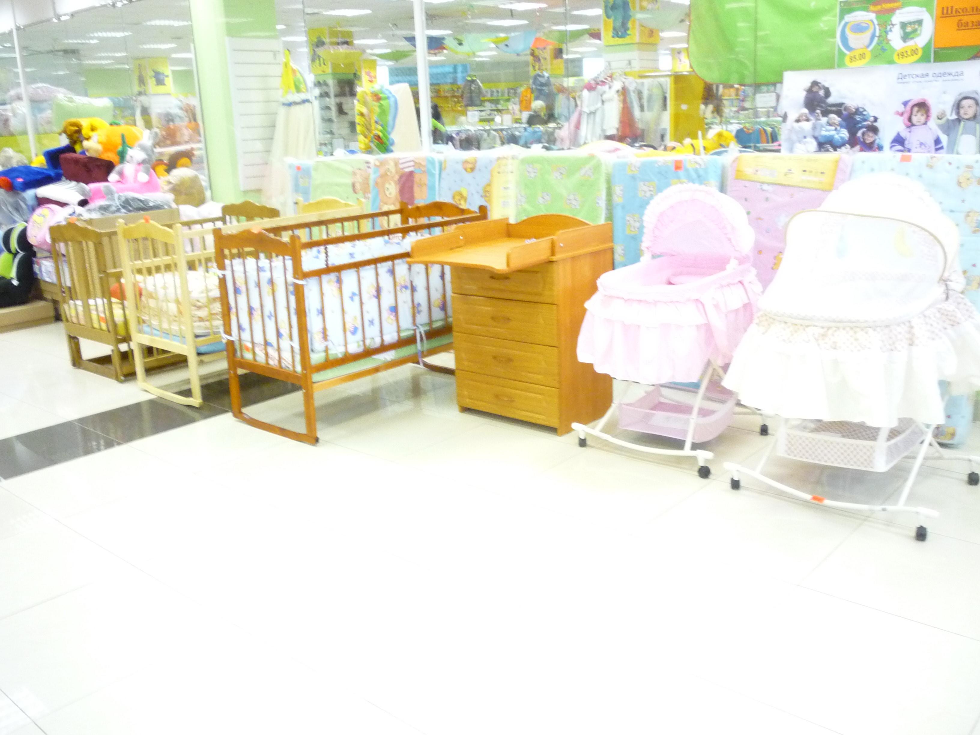 Детские кроватки, комоды, стульчики для кормления.