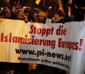 В Германии проходят многотысячные митинги.