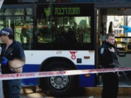В Тель-Авиве палестинец набросился на пассажиров автобуса.