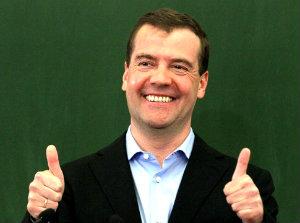 Медведев поздравил студентов в Твиттер