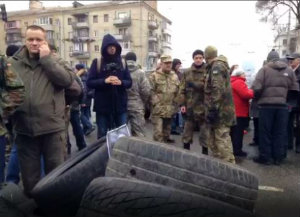 """На Украине могут расформировать батальон """"Айдар"""" - бойцы берут штурмом проходную Министерства обороны."""