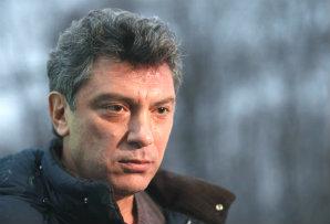 В память о Немцове тысячи людей вышли на митинг