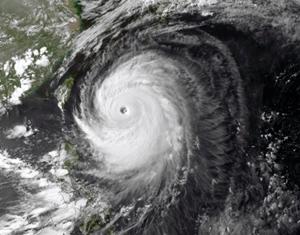 """Тайфун """"Хагупит"""" вынудил сотни тысяч жителей Филиппин покинуть свои жилища."""