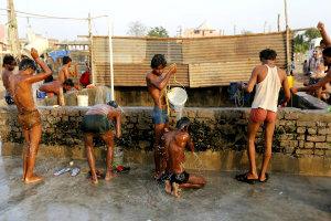 Индийская жара убивает людей