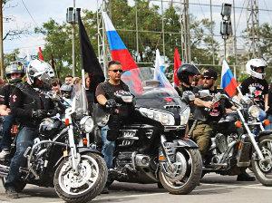 """Двухколесные """"кони"""" мчат в Севастополь"""