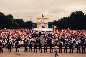 Молдавию охватили массовые митинги