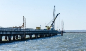 """Сухогруз """"Лира"""" из Турции повредил опоры моста через Керчинский пролив"""