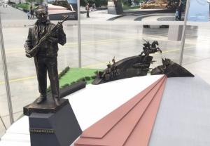 С памятника Калашникову уберут схему Шмайссера