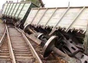 Под Уфой, в Деме, столкнулись 2 поезда, в результате сошли с рельсов 10 вагонов